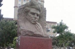 """""""Azəryolservis"""" Mikayıl Müşviqin abidəsini dağıtdırdı"""